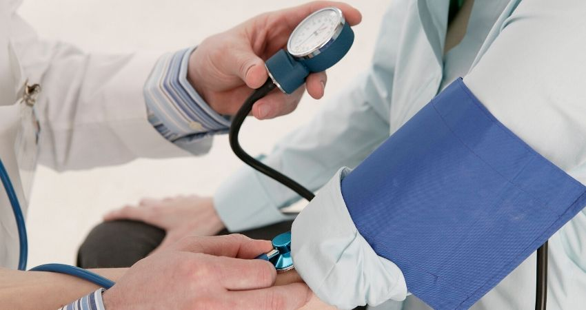 can tight clothing affect blood pressure